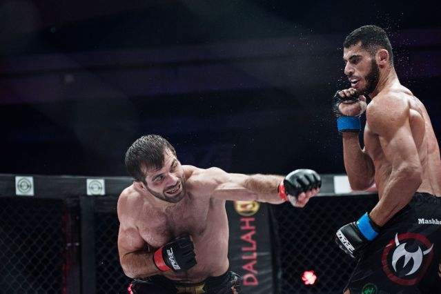 Eldar Eldarov, Mounir Lazzez (© Brave Combat Federation)
