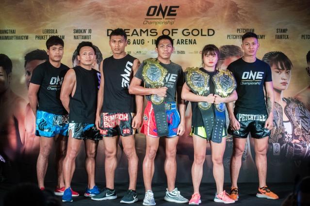 Muangthai PK.Saenchaimuaythaigym, Lerdsila Phuket Top Team, Jo Nattawut, Petchdam Petchyindee Academy, Stamp Fairtex, Bangpleenoi Petchyindee Academy (© ONE Championship)