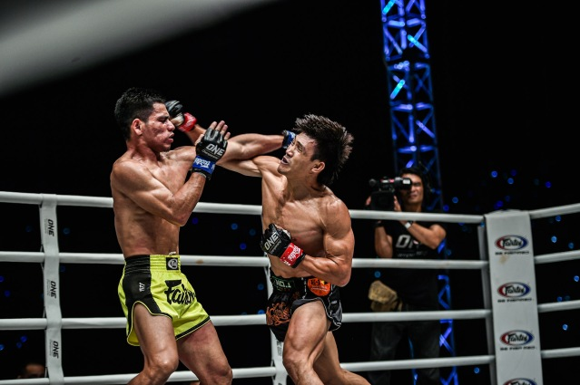 Azwan Che Wil, Nguyen Tran Duy Nhat (©ONE Championship)