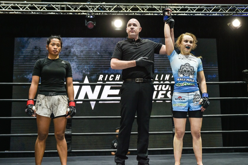 Jenelyn Olsim, Olivier Coste, Caitlin McEwen (©ONE Championship)