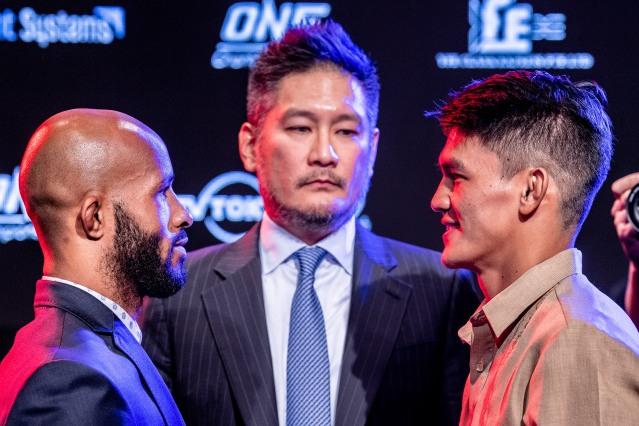 Demetrious Johnson, Chatri Sityodtong, Danny Kingad (©ONE Championship)