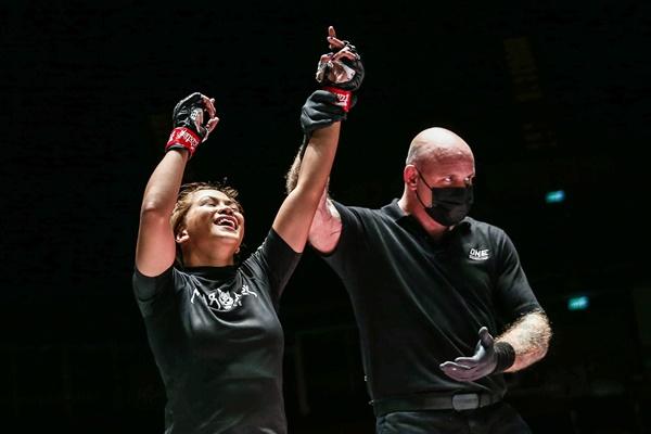 Denice Zamboanga, Nick Chapman (©ONE Championship)