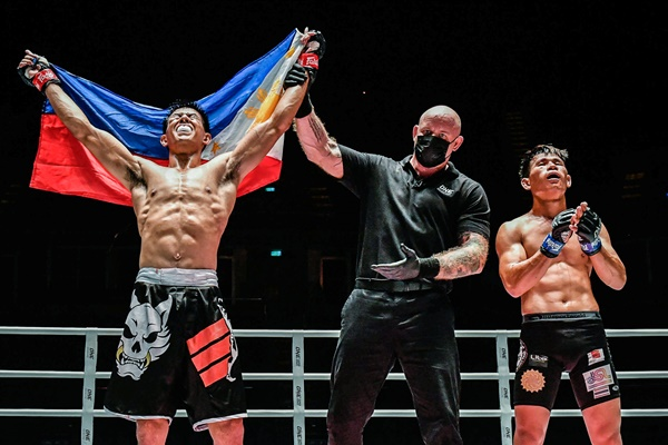 Drex Zamboanga, Nick Chapman, Detchadin Sornsirisuphathin (©ONE Championship)