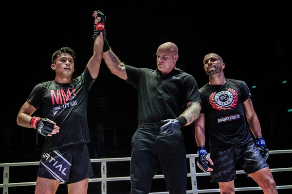 Shannon Wiratchai, Nick Chapman, Fabio Pinca (©ONE Championship)
