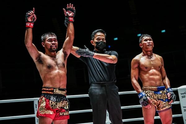 Rodlek PK.Saenchaimuaythaigym, Yongsak Na Songkhla, Kulabdam Sor. Jor. Piek Uthai (©ONE Championship)