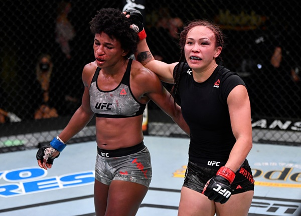 Angela Hill, Michelle Waterson (©UFC)