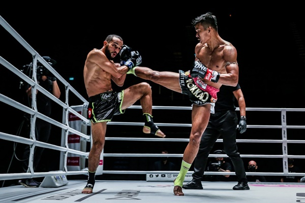 Fahdi Khaled, Superlek Kiatmoo9 (©ONE Championship)