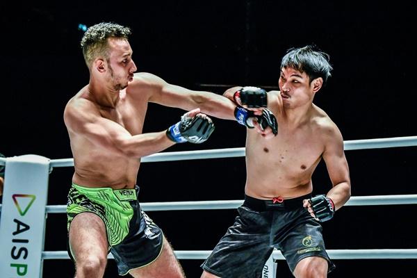 Khalid Friggini, Witchayakorn Niamthanom (©ONE Championship)
