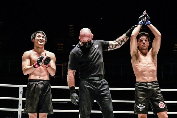 Prach Buapa, Nick Chapman, Brogan Stewart-Ng (©ONE Championship)