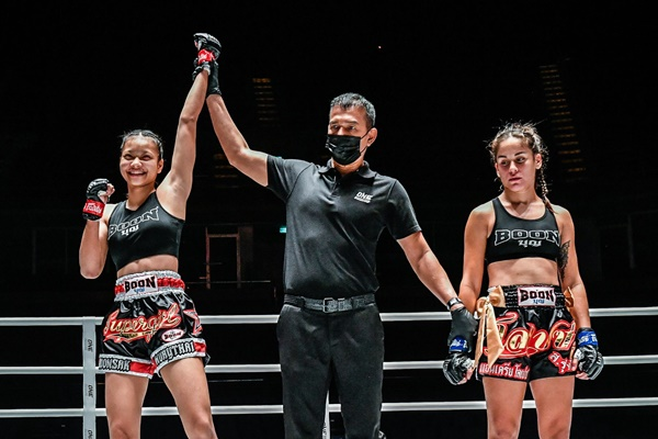 Supergirl Jaroonsak Muaythai, Milagros Lopez (©ONE Championship)